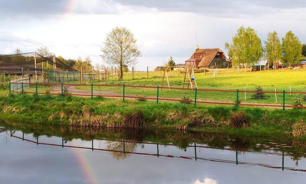 eko-ranczo tęcza nad domem gospodarzy
